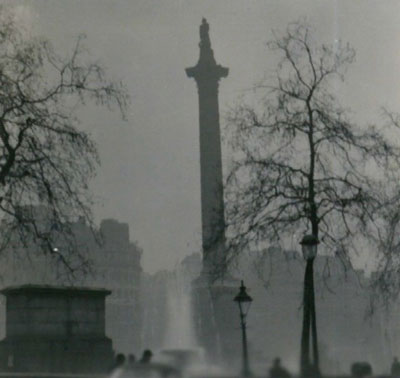 Nelson's Column during the Great Smog of 1952. Source: N T Stobbs [CC BY-SA 2.0 (http://creativecommons.org/licenses/by-sa/2.0)], via Wikimedia Commons